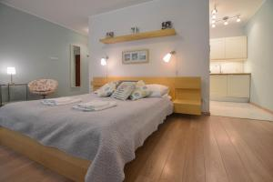A bed or beds in a room at Apartamenty na Wyspie - Villa Park