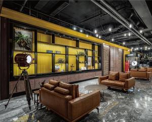 The lobby or reception area at Oinn Hotel & Hostel