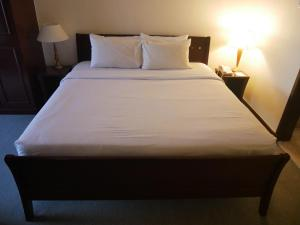 A bed or beds in a room at Berjaya Times Square Hotel, Kuala Lumpur