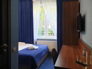 """Кровать или кровати в номере Отель """"БРИЗ"""""""