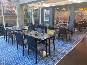 A restaurant or other place to eat at Holiday Inn Express Windsor