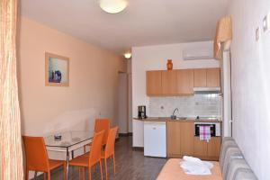 A kitchen or kitchenette at Thalassa House Apartments