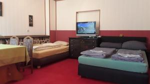 A bed or beds in a room at Pension Sommer