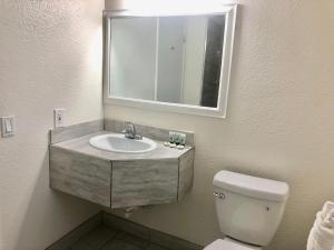 A bathroom at Pelican Inn