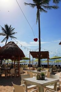 A restaurant or other place to eat at Hotel Colibri Beach