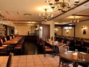 A restaurant or other place to eat at APA Hotel Owari Ichinomiya Eki-Mae