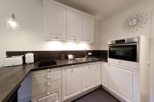 Kuchyň nebo kuchyňský kout v ubytování Apartamenty-MI Crystal