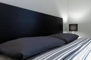 Postel nebo postele na pokoji v ubytování Apartamenty-MI Crystal