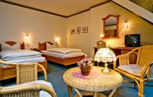 Ein Bett oder Betten in einem Zimmer der Unterkunft Hotel Am Grudenberg