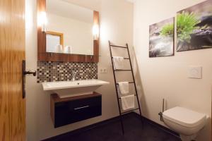 Ein Badezimmer in der Unterkunft Hotel Am Grudenberg