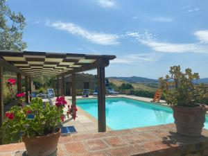 The swimming pool at or near Agriturismo Casallario