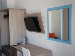 Телевизор и/или развлекательный центр в ChrisMare Hotel