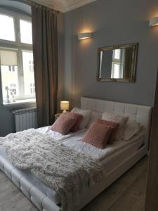 Łóżko lub łóżka w pokoju w obiekcie Apartamenty Apartlux