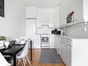 A kitchen or kitchenette at Kotimaailma Apartments Lahti
