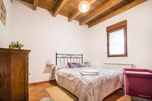 Una cama o camas en una habitación de Casa Rural LAS ABUBILLAS