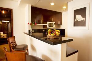 A cozinha ou cozinha compacta de Etoile Hotels Itaim