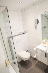 Ein Badezimmer in der Unterkunft Hotel International am Theater