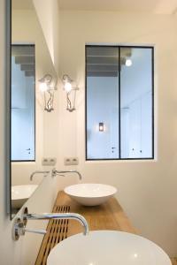 A bathroom at B&B Factorij 10