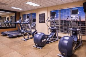 The fitness center and/or fitness facilities at Hilton Garden Inn Bend