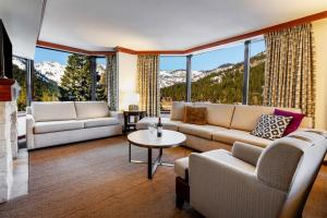 A seating area at Resort at Squaw Creek, a Destination by Hyatt Residence