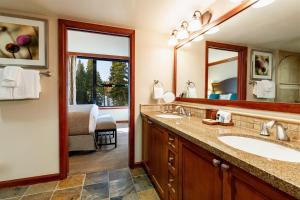 A bathroom at Resort at Squaw Creek, a Destination by Hyatt Residence