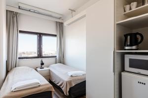 Кровать или кровати в номере Sky Hostel Helsinki