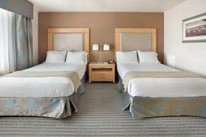 A bed or beds in a room at Holiday Inn Express Monterey - Cannery Row