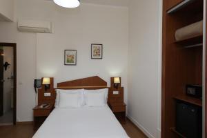 Cama o camas de una habitación en Pensao Praca Da Figueira