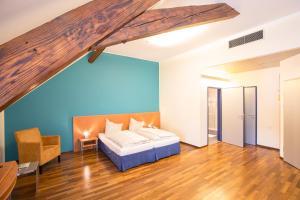 Ein Bett oder Betten in einem Zimmer der Unterkunft Hotel Böhlerstern