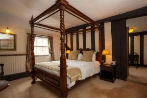 A bed or beds in a room at The Saracens Head Hotel