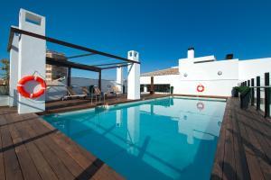 The swimming pool at or near Vincci Selección Posada del Patio