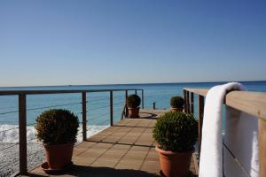 Genel bir deniz manzarası veya otelden çekilmiş bir deniz manzarası