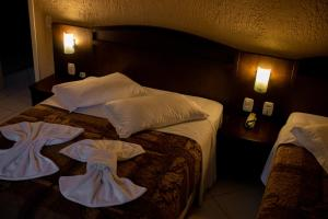 A bed or beds in a room at Pousada Nosso Lar