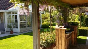 Ein Garten an der Unterkunft 't Voske