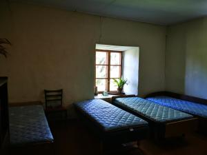 A bed or beds in a room at Pilkalnes muiža