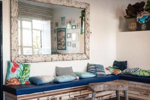 Ein Sitzbereich in der Unterkunft Wake Up! Bondi Beach