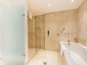 A bathroom at Hotel Poblado Plaza