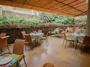 A restaurant or other place to eat at Hotel Poblado Alejandria Express
