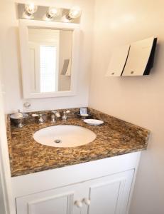 A bathroom at The Gardens Hotel
