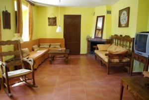 A seating area at Agroturismo Casa Calixto