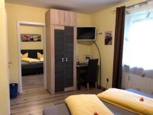Ein Bett oder Betten in einem Zimmer der Unterkunft Pension Elan