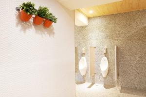 A bathroom at Ease Single Inn