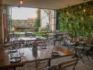 A restaurant or other place to eat at ALIBI by YoursPorto