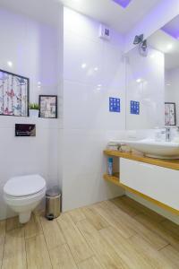 A bathroom at Toruń deLuxe