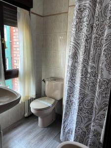 A bathroom at Hotel Ovetense