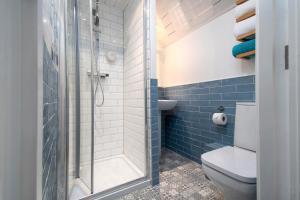 A bathroom at Beachside Guest House