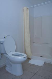 A bathroom at At 9 Motel