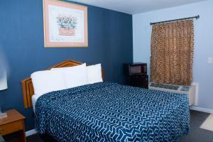 A bed or beds in a room at At 9 Motel