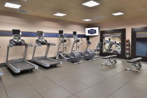 The fitness center and/or fitness facilities at Hampton Inn & Suites Bend