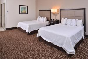 A bed or beds in a room at Hampton Inn & Suites Bend
